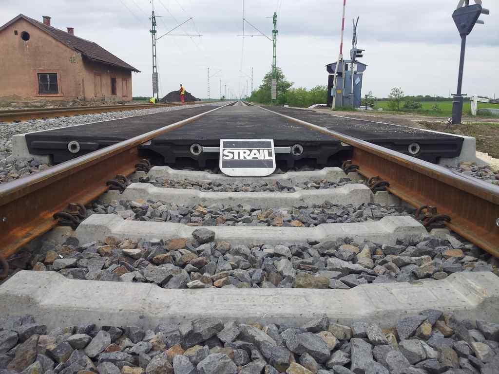 Bartapuszta bekötóút szintbeni vasúti átjáró